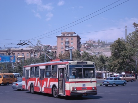 تریل بوس یا اتوبوس برقی ایروان