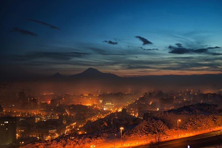 ایروان در شب مه آلود