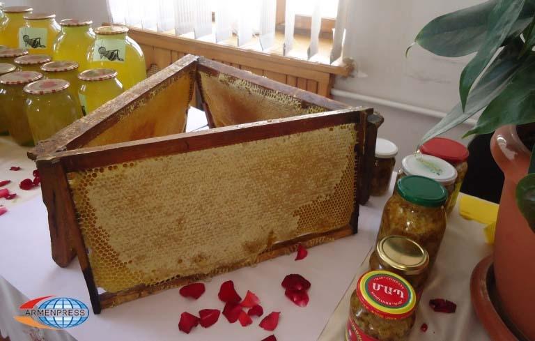 18 آگوست فستیوال توت و عسل