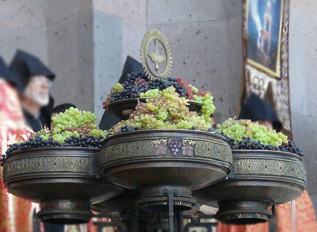 عید عروج حضرت مریم مقدس و تبرک انگور در ارمنستان